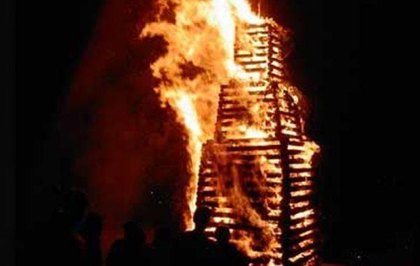 Le bûcher en flammes